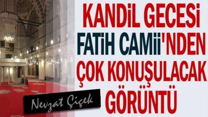 Kandil gecesi Fatih Camii'nden ilgi çeken görüntü