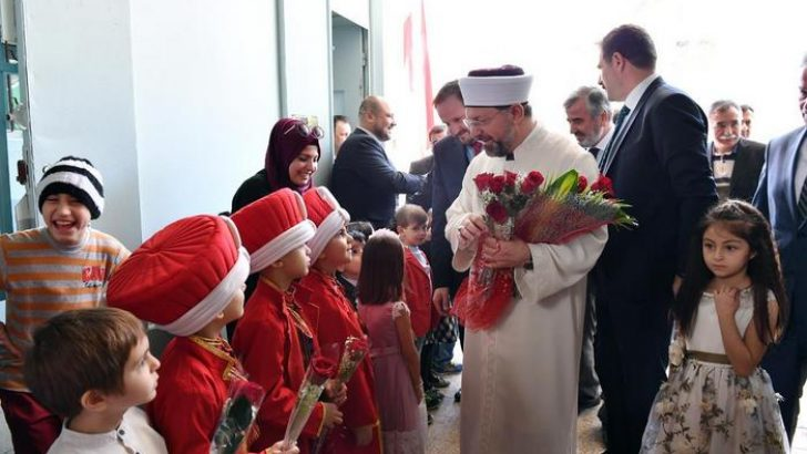 Başkan Erbaş, Riyad Uluslararası Türk Okulunu ziyaret etti
